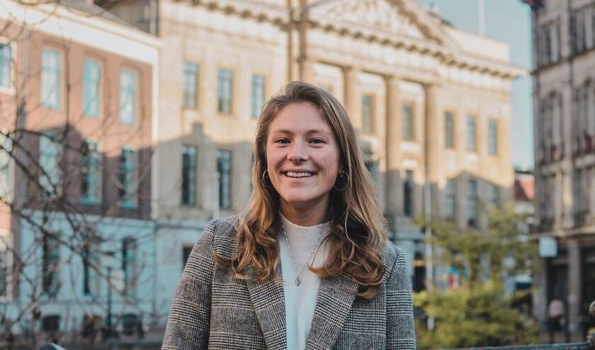 <p>Student & Starter-raadslid Eva Oosters pleit ervoor de huurconstructie aan te pakken. &quot;Maak het samenwonen vergunningsvrij voor drie in plaats van twee personen.&quot; Foto: Mila Bertens</p>