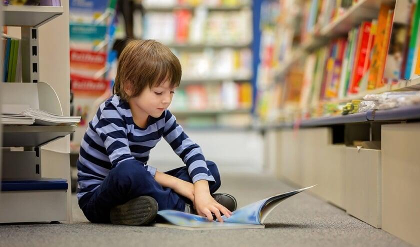 <p>Een jonge lezer.</p>