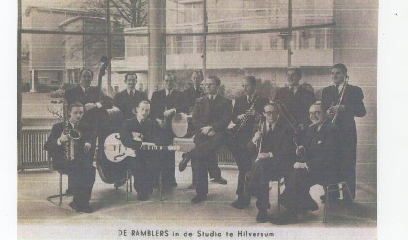 <p>Oude kaart met orkest de Ramblers</p>