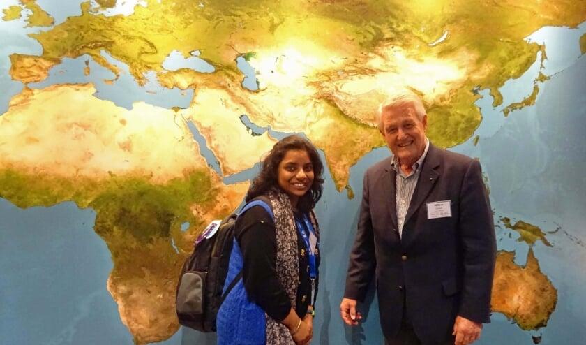 <p>Ankita Prayag en Rotarian Willem Goebel.</p>
