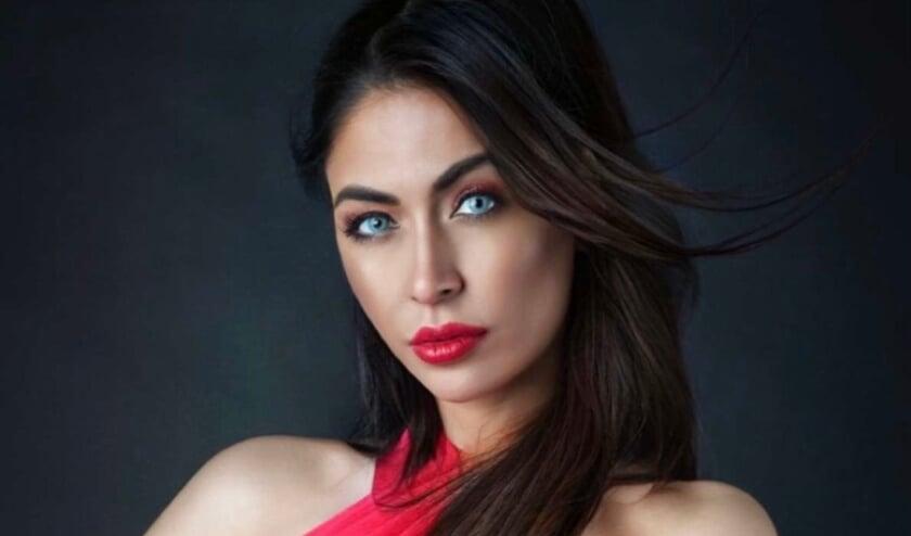 <p>Ayse Top Ms Netherlands Universe</p>