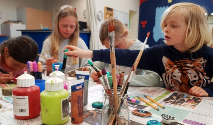 <p>Het samen maken van happy stones past goed binnen het Montessori-gedachtengoed. Eigen foto</p>