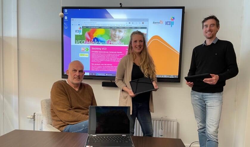 <p>Beleidsmedewerker Martin van de Bor, docent Ilse van den Berg en ICT&rsquo;er Erik Hoenderdos werken nauw samen.&nbsp;</p>