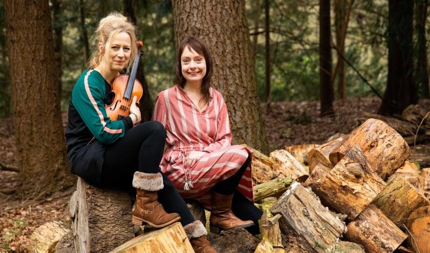 <p>De initiatiefnemers Hilke Bressers (zangeres) en Sophie de Rijk (violiste en artistiek leider).</p>