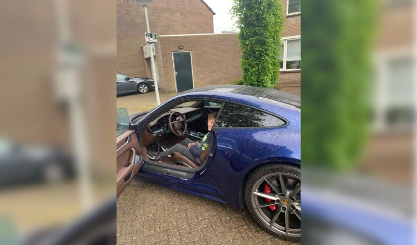 <p>Jurre in de Porsche 911 van Bestenaar Bart Withagen.</p>