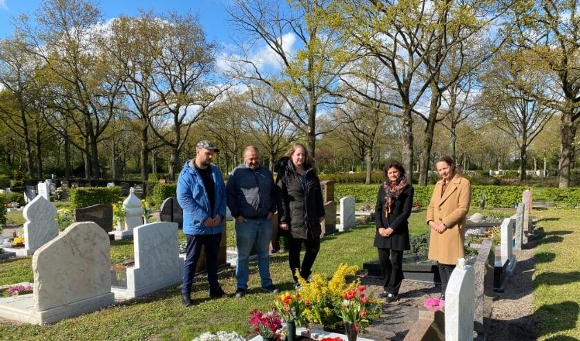 <p>vlnr Dani&euml;l, (stiefvader) Hans, Kelly en Nanette Mostert (Samen voor Woerden) en Karin Horsting (Eerbetoon).</p>