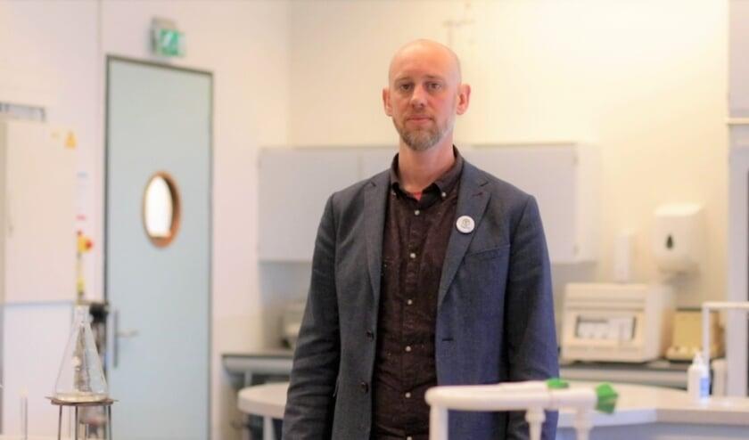 <p>Docent Felix van Vugt zegt gedwongen medeplichtig te zijn aan het verergeren van de klimaatcrisis. &ldquo;Omdat we niet de mogelijkheid hebben voor een ander pensioenfonds te kiezen.&rdquo; Foto: Dagmar van der Post</p>