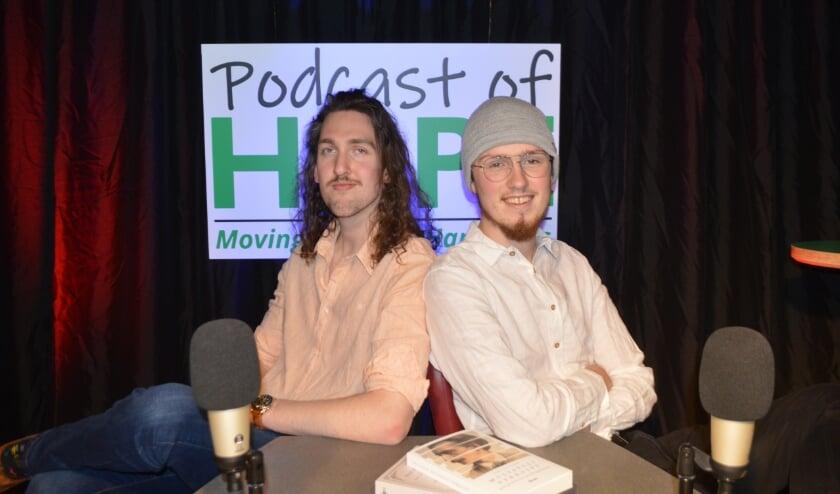 """<p>De podcastmakers Cliff Vissers (links) en Nick Dreijer: """"Uit de cijfers blijkt dat we mensen van allerlei leeftijden bereiken.""""</p>"""