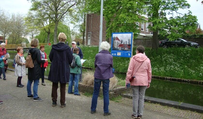 Volop belangstelling van de deelnemers van deze wandelgroep voor mantelzorgers.