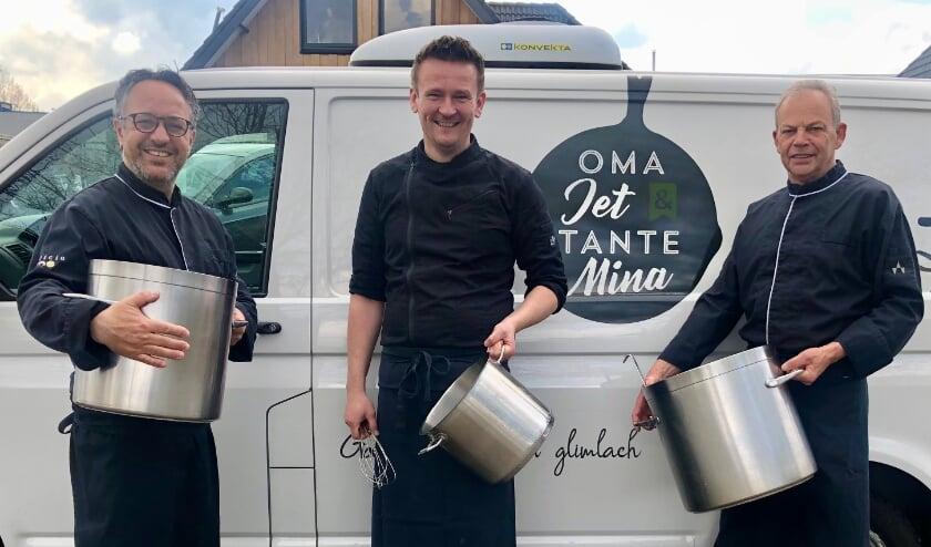 <p>Het keukenteam van 'Oma Jet &amp; tante Mina': v.l.n.r.&nbsp; Michiel (eigenaar), Erwin (chefkok) en Barrie (chefkok)</p>
