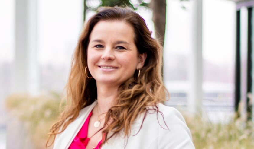 <p>Tessa Rijntalder blijft zich vol energie inzetten om de pandemie eronder te krijgen.</p>