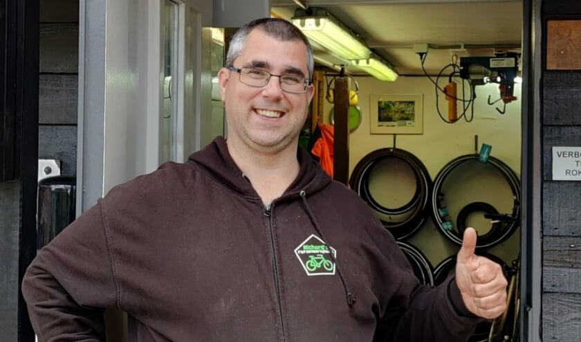<p>'Mijn naam is Richard Boer en ik ben eigenaar van Richard's fietsenwerkplaats aan de Charloisse Lagedijk.'</p>