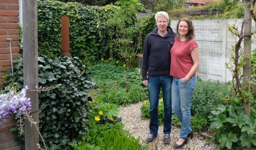 <p>Hilde en Maarten van der Vegt hebben groene vingers. Foto Ellis Plokker</p>