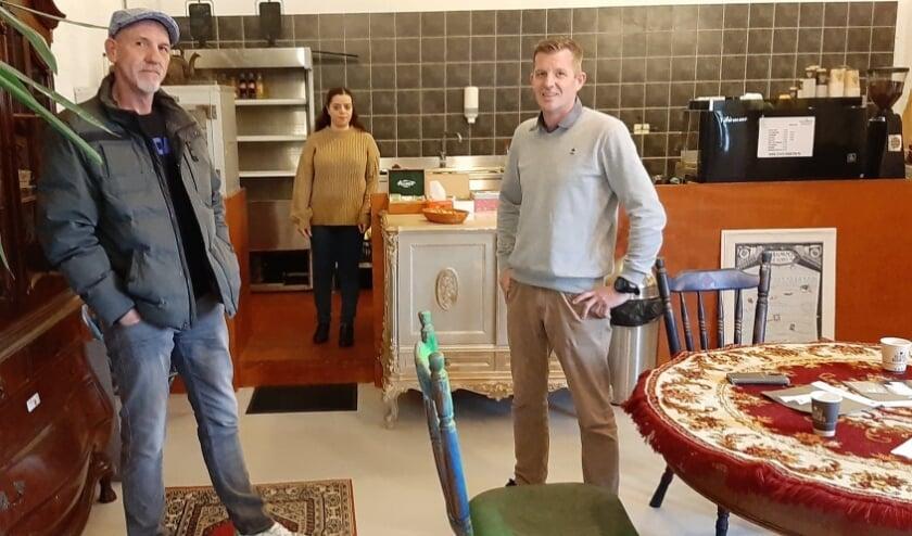 <p>Rodney, Leila en Dennis in de nieuwe vestiging van Heilige Boontje, bij DC Community aan de Plompertstraat.</p>