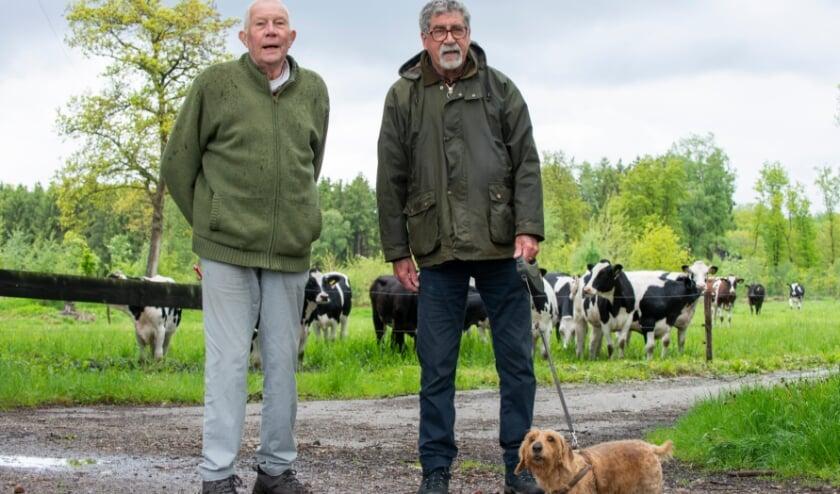 <p>De &#39;Wandeling van de week&#39; is deze keer gelopen met Luut van Omme (links), Fritz Molenaar en teckel Sien. Het trio wandelt wekelijks samen. De reden daarvan is bijzonder te noemen. &quot;We gaan samen op avontuur.&quot;</p>