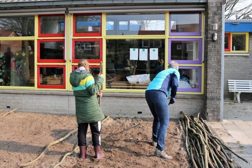 <p>Tegelwippen en goed zaaien in Veenendaal.</p>