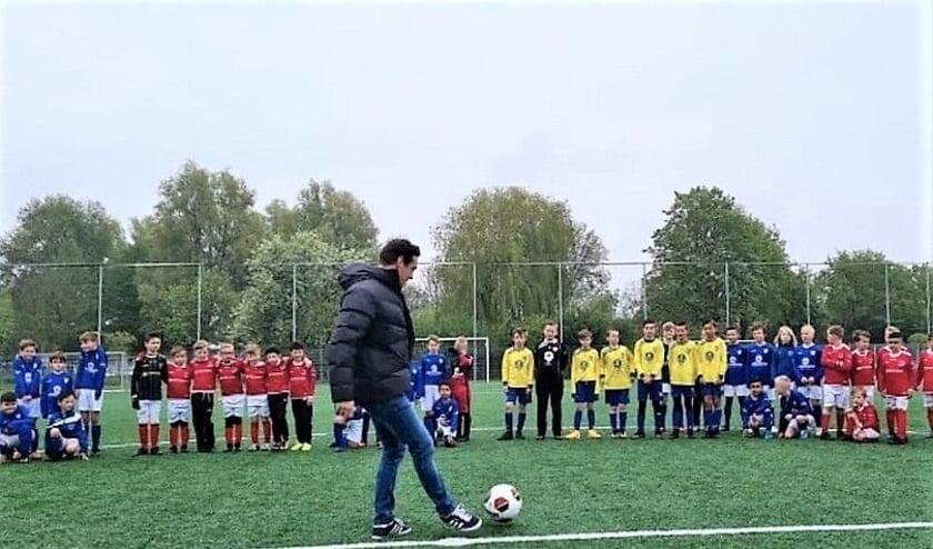 <p>Start van de Veense Voetbalcup.</p>