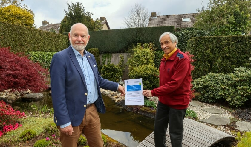 <p>Ruud Cramer en Ton van Overbeek maken zich hard voor de komst van meer seniorenwoningen. (Foto: Bert Jansen)</p>