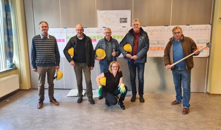 <p>Het WijKern-bestuur met v.l.n.r. Ton de Kuijper, Hennie Willemen, Herman van de Kamp, Ton van Sprundel, Hugo Boschker en Marika Biacsics.</p>