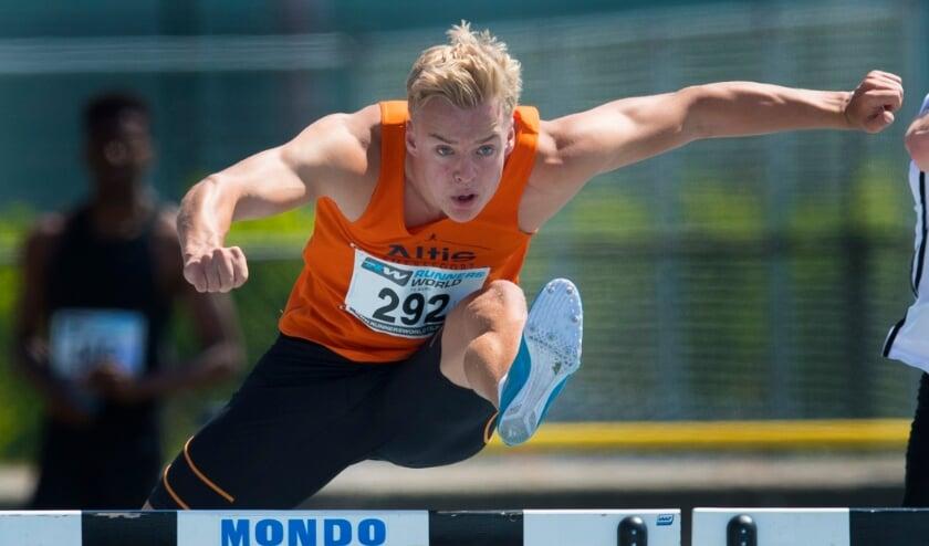 <p>Focus, kracht en snelheid op de 110 meter horde: Sven Jansons op dat onderdeel van de meerkamp tijdens de editie van T-Meeting 2018.&nbsp;</p>