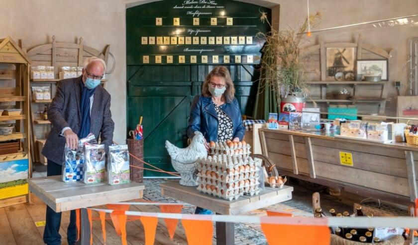 <p>Klanten zijn weer welkom in de authentieke molenwinkel. (foto: Jan de Roo)</p>