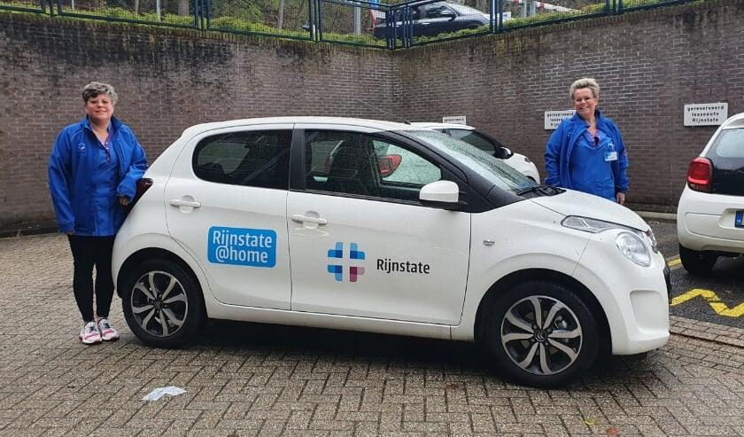 <p>Het mobiel medisch team van verpleegkundigen van het Oncologisch Centrum van Rijnstate gaat op pad om bij patiënten thuis de medicatie toe te dienen.</p>