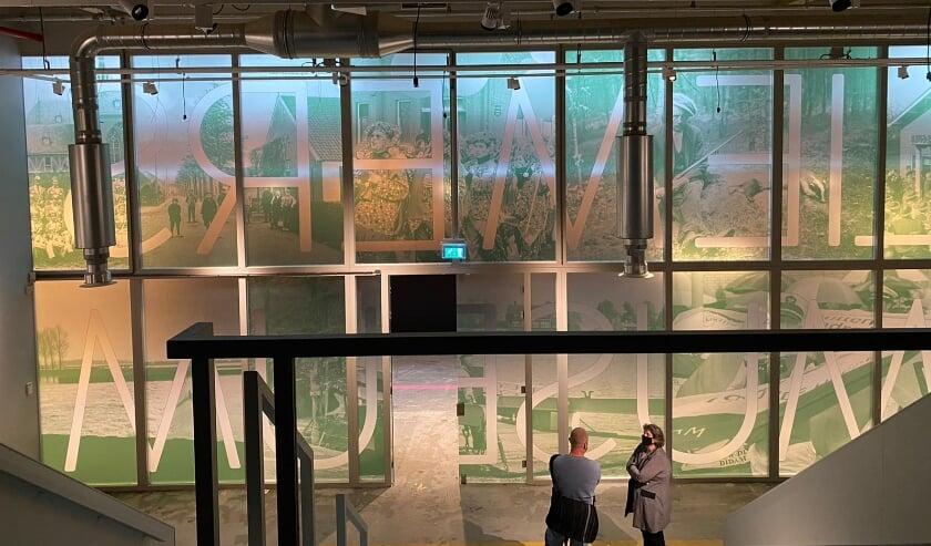 <p>De gevel van het Liemers Museum is onlangs beplakt door het Amsterdamse bedrijf Watjeziet.</p>