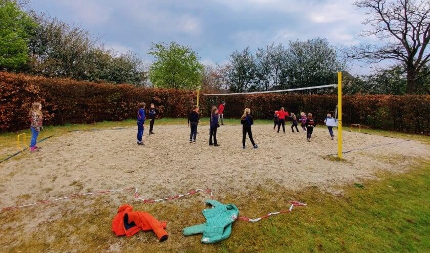 <p>Zeskamp handbal. (foto: F. de Gans)</p>