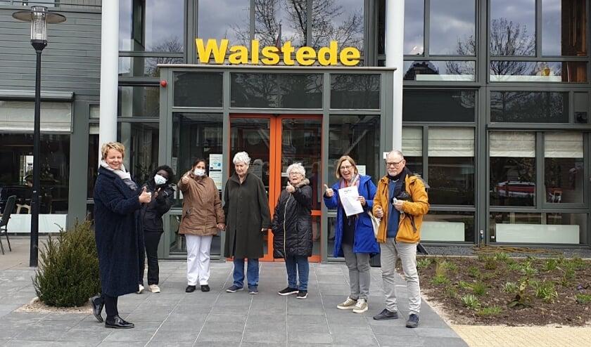 <p>Jan Rabbinge, voorzitter Stichting Vrienden van Walstede en Westerhof en Margriet van Heesch, voorzitter Ondernemersvereniging Hart van Tiel.</p>