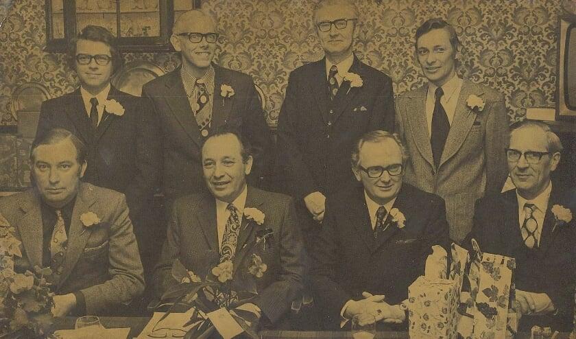 <p>Bestuur van Middenstandsvereniging HABI op 25 april 1973. V.l.n.r. T. van Dam, H. Zandvoort,B. Eshuis en J. Muller. Zittend: G. J. Dangremond, I. de Lange, J.Th. Gijsbers en G. Brunnekreef.</p>