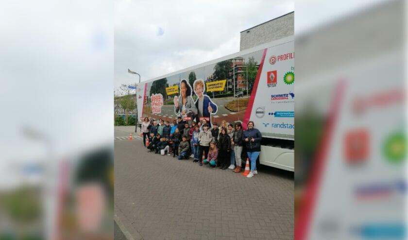 <p>Leerlingen van unit 3 van KC Boschveld krijgen les over de gevaren van grote voertuigen in het verkeer.&nbsp;</p>