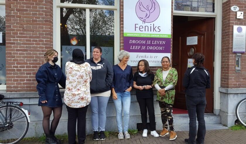 <p>Aan het NS Plein 17 staat het team van Feniks klaar om vrouwen te ondersteunen met gratis cursussen.</p>