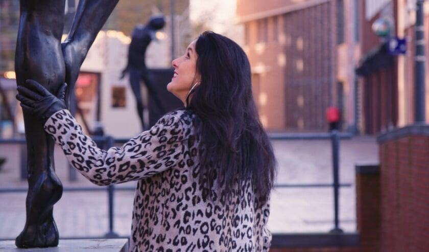 <p>Beeldend kunstenaar Linette Dijk vond dat Veenendaal een stadsgezicht verdient en maakte voor ieder plein een kunstwerk. Eigen foto</p>