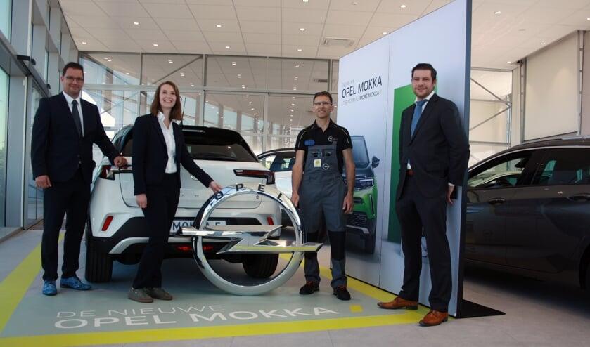 <p>Dennis van Schaick, Juul Urbanus, Luc Neve en Roderick Baert heten u van harte welkom in de nieuwe Opel-locatie in Terneuzen</p>