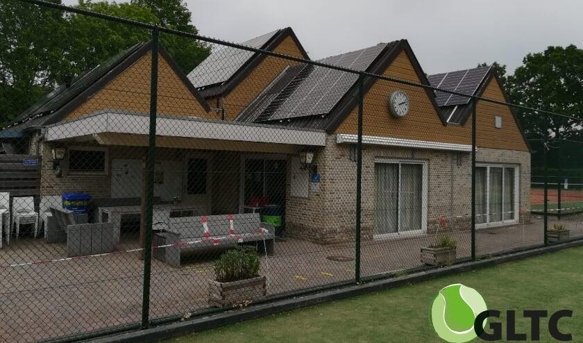 Zonnepanelen op clubhuis van tennisvereniging GLTC