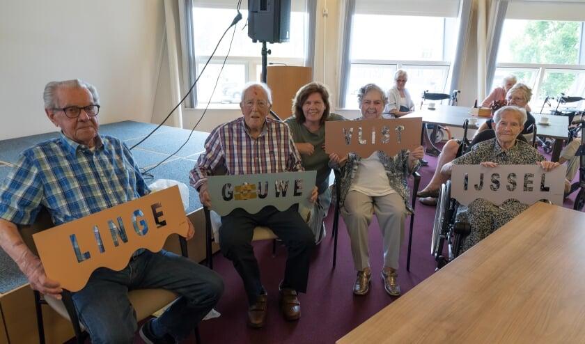 <p>De heer Dortland woont voortaan aan de Linge, de heer Verbij aan de Gouwe, mevrouw Klever aan de Vlist en mevrouw Bron aan de IJssel. Foto: Jan van den Berg&nbsp;</p>
