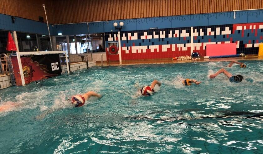 <p>Training waterpolo jeugd.</p>