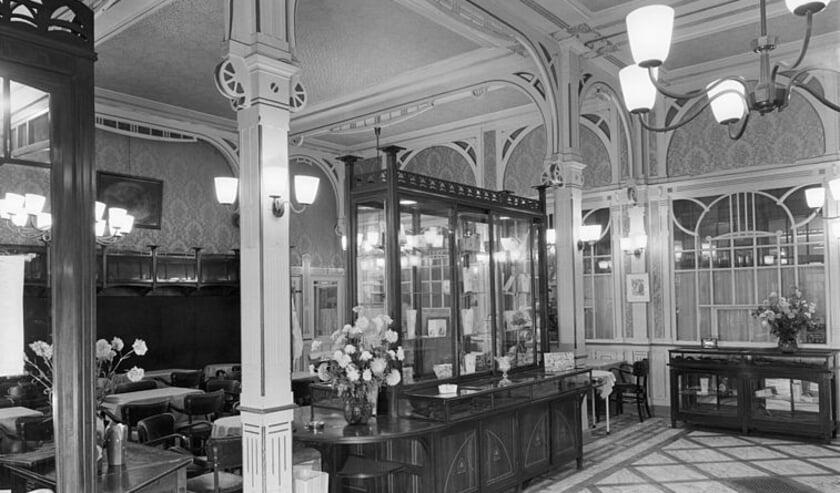 <p>Niet alleen de client&egrave;le van Maison Krul was chique, ook het interieur had allure.</p>