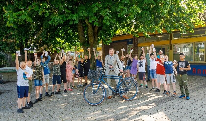 <p>Wethouder Michiel Wiersinga bezoekt vier scholen in de gemeente Epe in het kader van de verkeersexamens.</p>