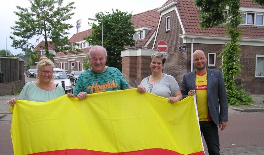 <p>Jolanda, Carel, Thea en Steph willen de vlag uit als de Eagles thuis spelen.&nbsp;</p>