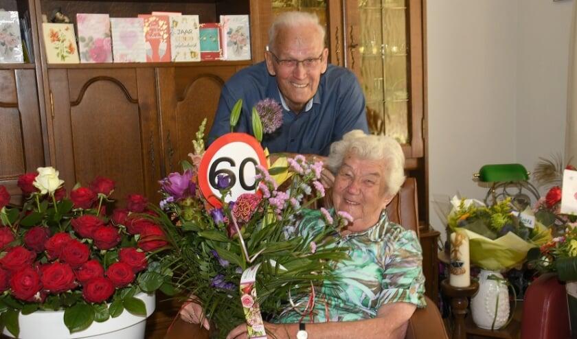 <p>Frank en Jo van Genderen uit Best hebben afgelopen week hun 60-jarige bruiloft gevierd. Burgemeester Hans Ubachs bracht het jubilerende paar een bezoek.</p>