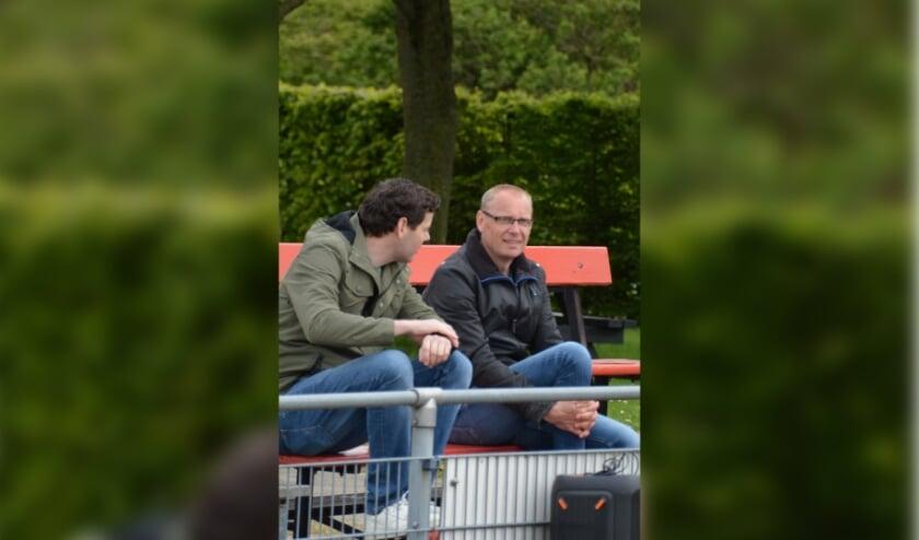 Daan van der Klis (rechts) in gesprek met Sander Schoonderbeek van de Technische Commissie
