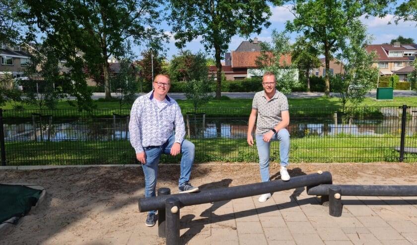 <p>Niels Verbaas (links) en Ronald van der Veen: &ldquo;Kinderen kunnen je verrassen en verwonderen en daar genieten we van en doen we het voor.&rdquo;</p>