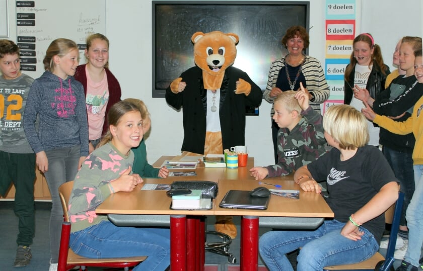 <p>Burgemeester Liesbeth Spies gaf donderdag een geanimeerde gastles, bij start campagne &#39;Kinderburgemeester&#39;.</p>