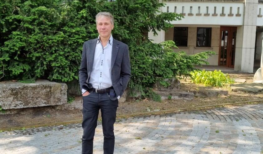 <p>Wethouder Rik Grashoff (Groen Links) bij het Paleis Raadhuis: &quot;Meer aandacht voor deelmobiliteit, dat spaart ruimte en dat is nodig.&quot;</p>