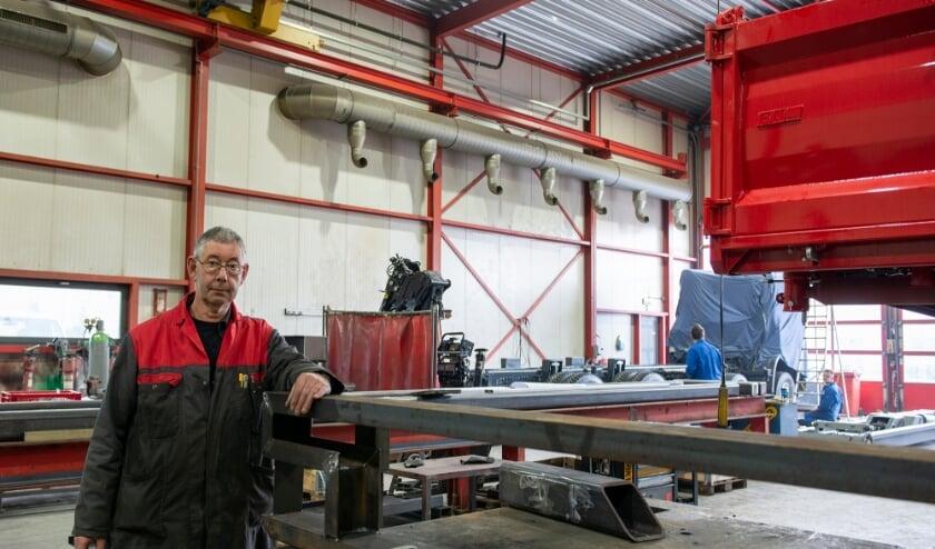 <p>Arnold van Ommeren heeft afgelopen week afscheid genomen bij HSE in Vaassen. Hij werkte ruim 45 jaar voor deze carrosseriebouwer annex montagebedrijf van autolaadkranen afzetsystemen en kippers.</p>