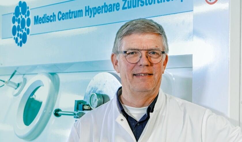 <p>Tjeerd van Rees Vellinga, arts hyperbare geneeskunde, vertelt tijdens de online informatieavond over de effecten en resultaten van zuurstoftherapie.&nbsp;</p>