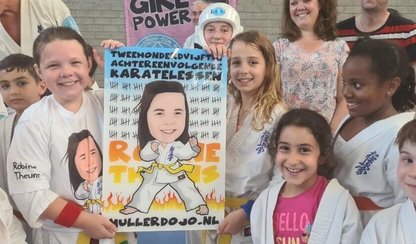 <p>Robine was voor de 250ste keer achtereenvolgens aanwezig op een karatetraining van Karateschool Sam Muller.&nbsp;</p>