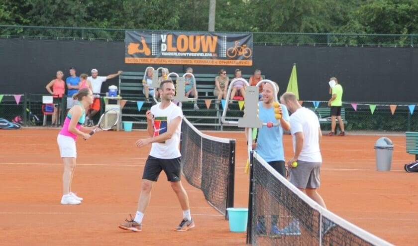 <p>Een beeld dat iedereen graag ziet: tennissen zonder beperkingen.</p>