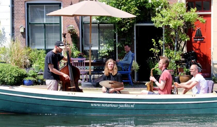 <p>Muziek op het water.</p>